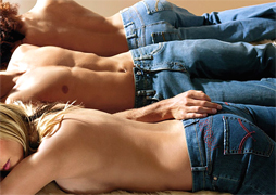 High end collection of American fashion jeans, wholesale production of women jeans and classic men jeans, American jeans manufacturing industry produces collections of denim blue jeans for women and men. We are looking for jeans distributors in the USA, Canada and Latin America, offering a high end collection of women blue jeans designed for a young look and fashion American style, jeans created to support worldwide distribution and increase the business to business of our customers